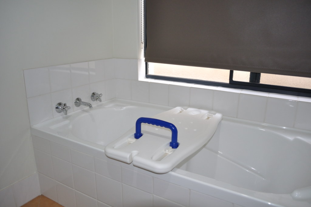 BATH BOARD ADJUSTABLE 450MM-710MM